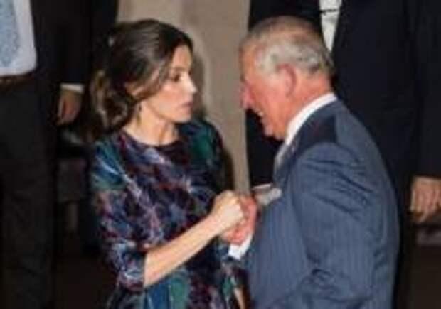 В Сети обсуждают флирт принца Чарльза с королевой Летицией