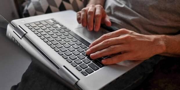 Депутат МГД Козлов рассказал о создании горячей линии по вопросам онлайн-голосования на выборах в сентябре. Фото: Ю. Иванко mos.ru