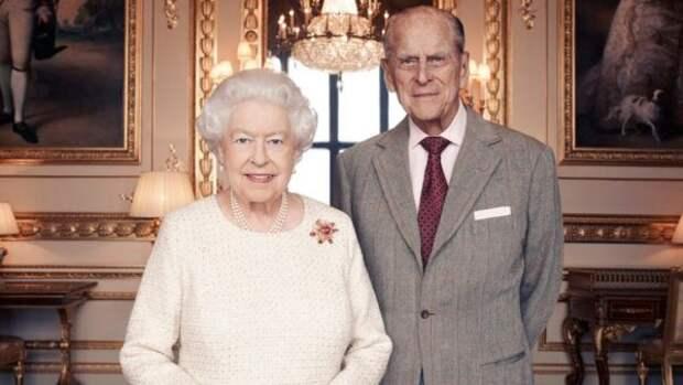 Королева Елизавета II и ее муж принц Филипп празднуют 73 годовщину свадьбы
