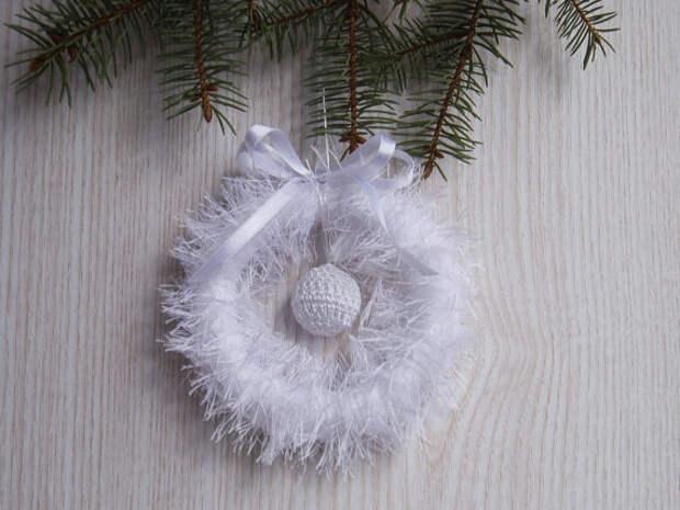 Crochet White Christmas Wreath Home Decor FREE SHIPPING, Wedding Wreath,  OOAK Handmade Holidays Decoration