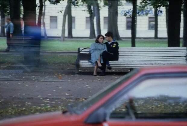 Двое на скамейке Всеволод Тарасевич, 1995 год, г. Санкт-Петербург, из архива МАММ/МДФ.