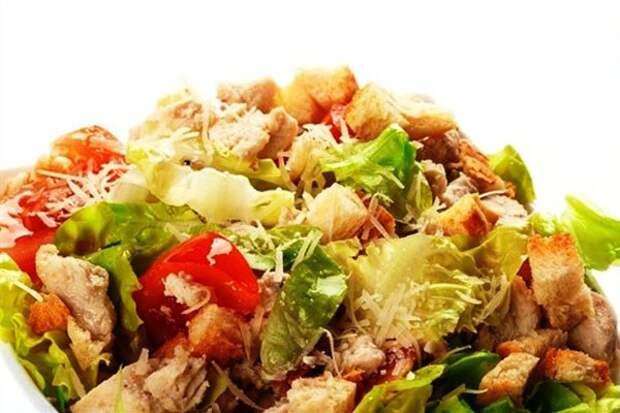 Готовим салат с курицей и сухариками: простой пошаговый рецепт с фотографиями