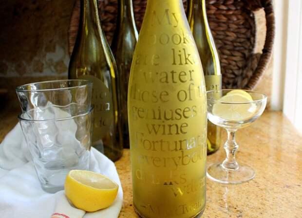 Графин для прохладительных напитков из винной бутылки.