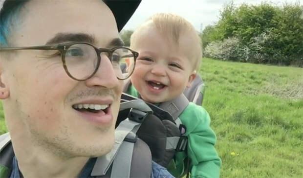 Смех этого малыша просто заразителен