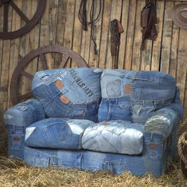 Перетяжка дивана джинсами