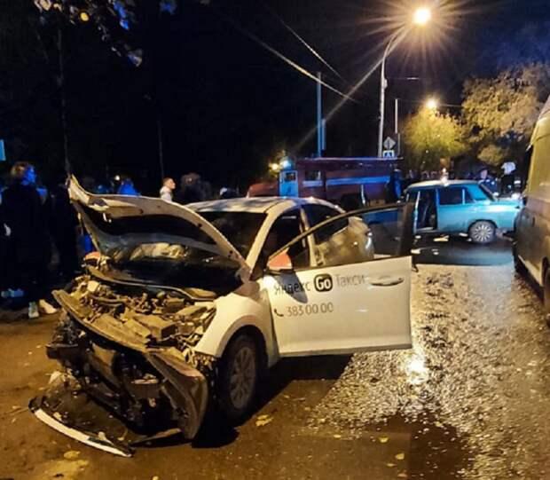Левый поворот привел к аварии в Калининском районе Новосибирска