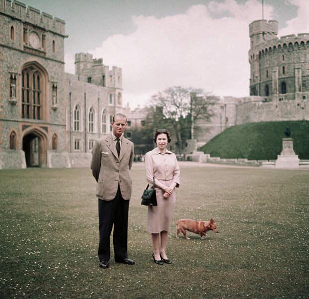 Королева Елизавета и принц Филипп в Виндзорском замке, июнь 1959 года
