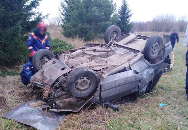Два человека погибли в опрокинувшемся авто в Удмуртии