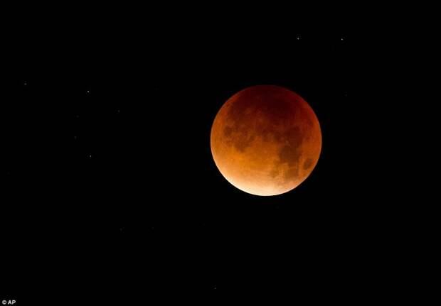 """Как выглядело """"кровавое"""" суперлуние 28 сентября"""