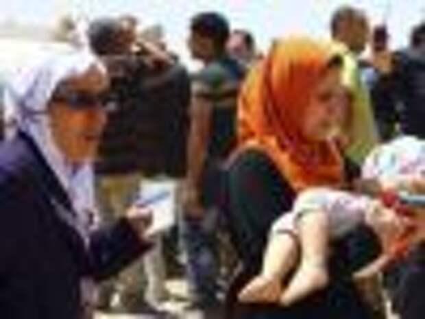 Люди покидают захваченный исламистами город Ирака