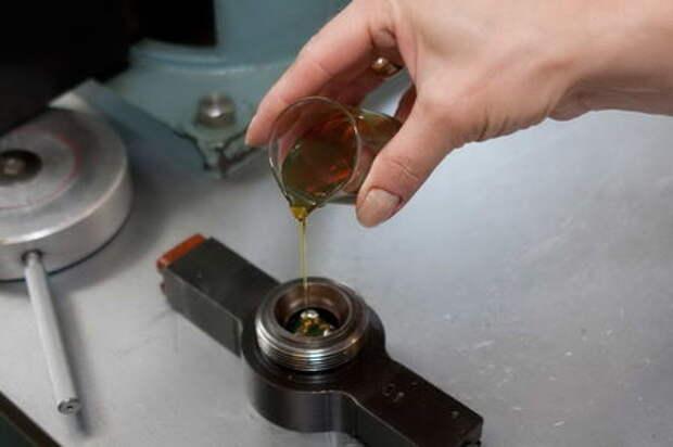 Моторное масло: синтетика или полусинтетика?