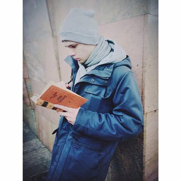 Хитроумный Идальго Дон Кихот Ламанчский книги, метро, чтение