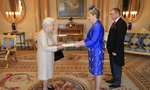 Посол Украины шокировала английскую королеву