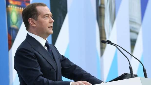 Медведев указал на катастрофические последствия вмешательства США в дела Афганистана