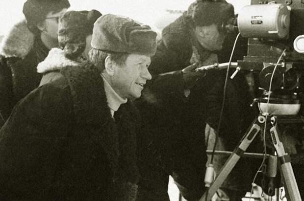 """Леонид Быков и Владимир Конкин на съёмках """"Аты-баты, шли солдаты…"""", 1976 год"""