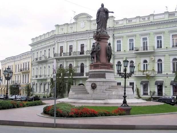 Суд Одессы запретил снос памятника Екатерине II