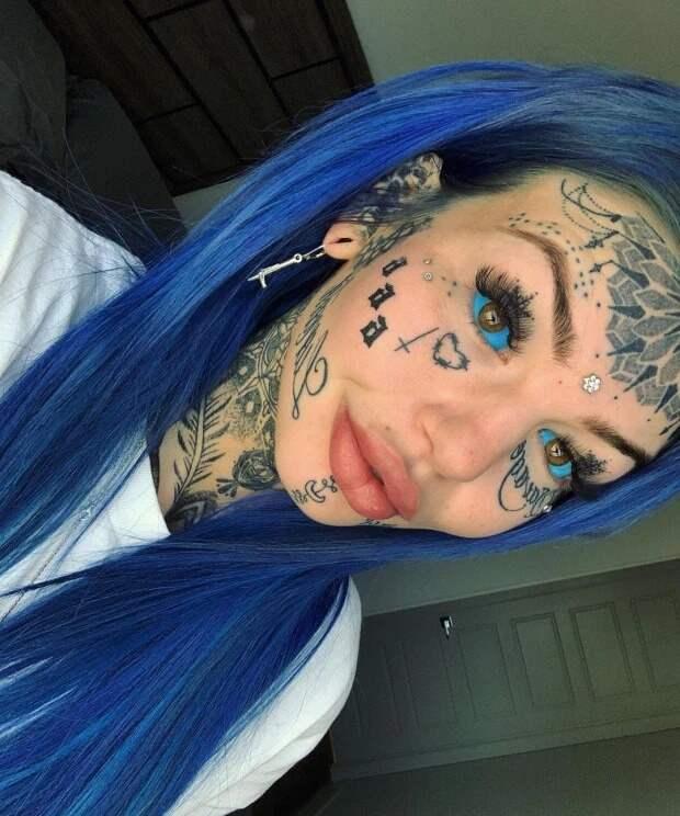 Австралийка, которая кардинально изменила внешность, удивила подписчиков старой фотографией
