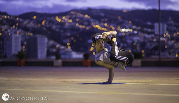 20 фотографий брейк-данса: уличный танец, который обошёл все законы физики и гравитации