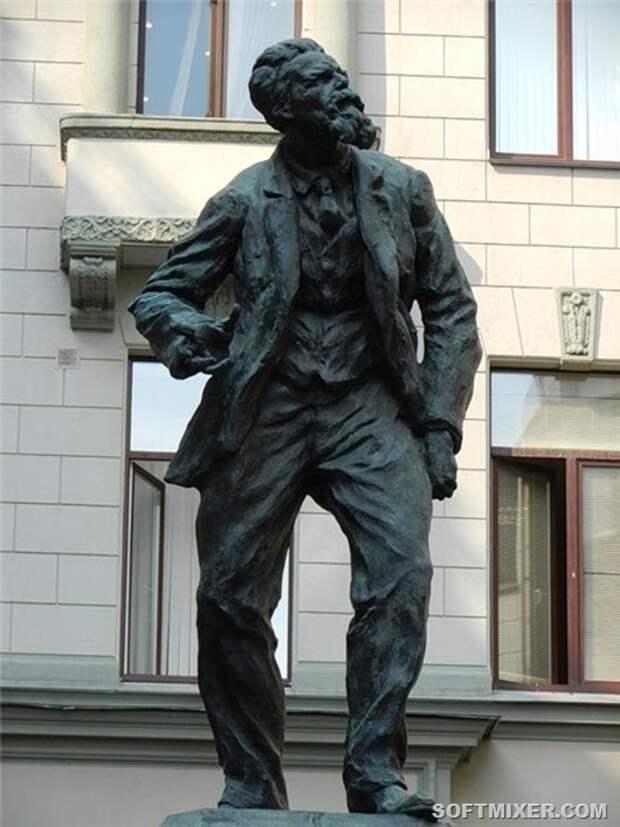 Pamjatnik_Vorovskomu_6