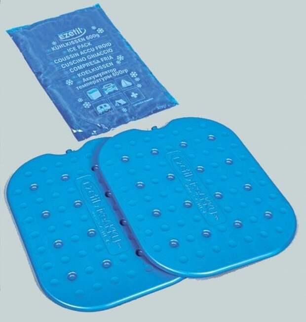 Аккумуляторы холода бывают разные. В основном встречаются мешочки из прочной пленки и плоские пластиковые контейнеры. Если подержать такое изделие в морозильной камере, а потом разместить в сумке-холодильнике вместе с продуктами, то оно не только поможет им дольше продержаться на жаре, но и понизит их температуру – хотя бы поначалу. Продукты желательно класть в сумку охлажденными.