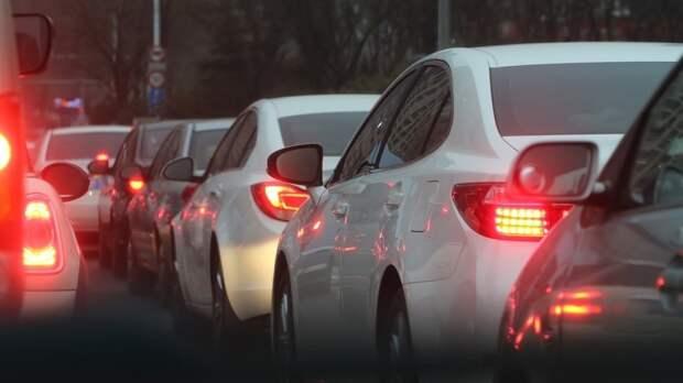 Москвичей предупредили о пробках в девять баллов из-за дачников