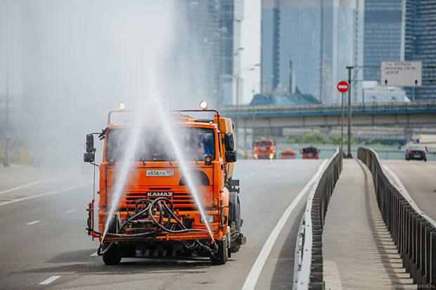Как моют улицы Москвы