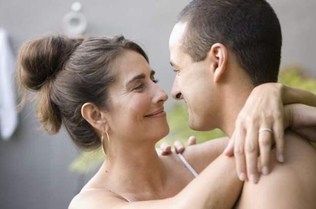 Почему некоторые мужчины выбирают женщин старше себя