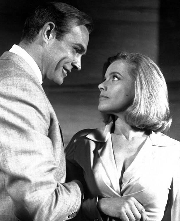 Британская актриса Хонор в роли Пусси Галор в фильме «Голдфингер», 1964 год.