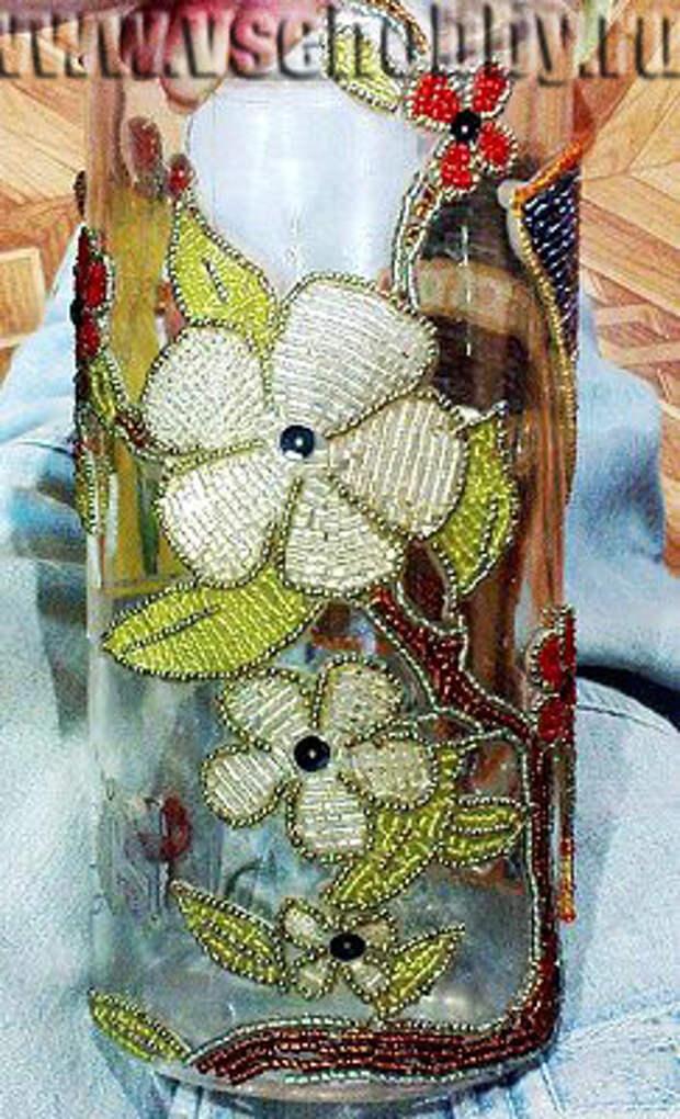 декорируем вазу бисером начинаем заполняем контуры листочков бисером