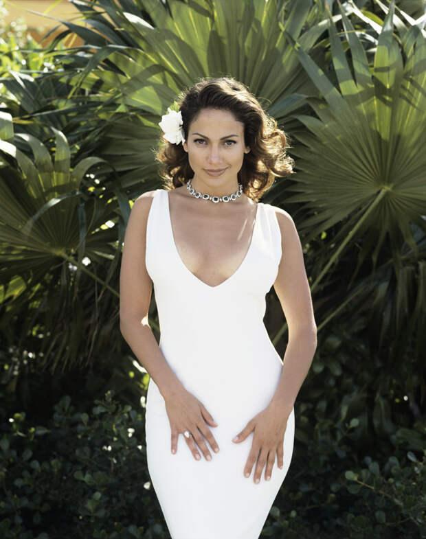 Дженнифер Лопес (Jennifer Lopez) в фотосессии Фируза Захеди (Firooz Zahedi) для журнала Vanity Fair (1998), фотография 3