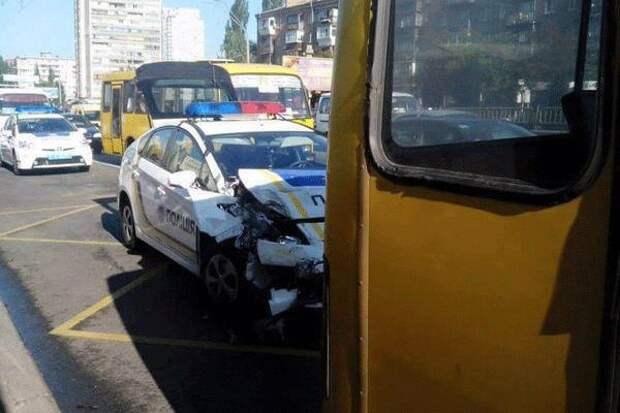 авария с полицейской машиной в Киеве