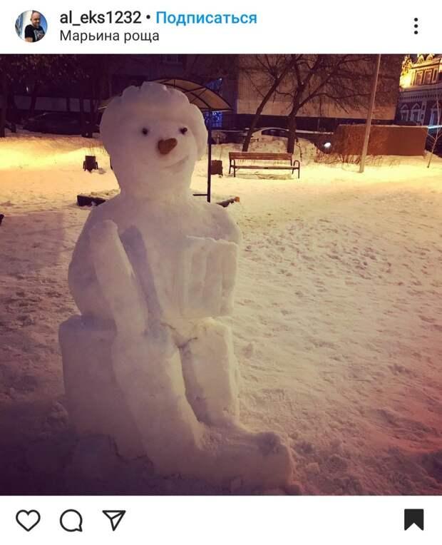 Фото: в Марьиной роще появился снежный хоккеист