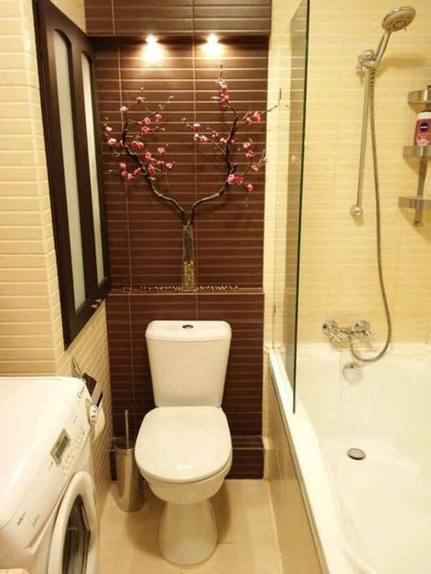 Интерьер ванной в восточном стиле с фальшокном