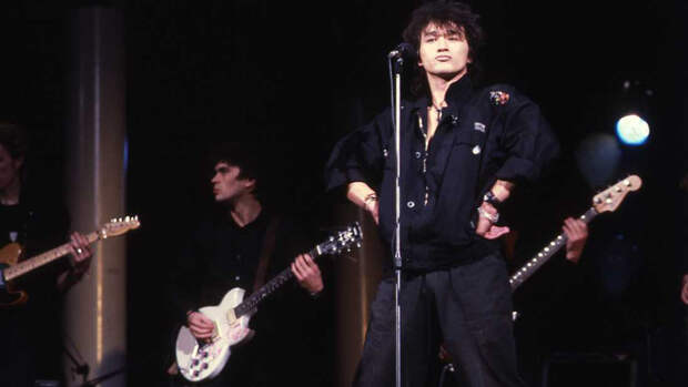 В преддверии 90-ых: Виктор Цой и группа «Кино» на премьере фильма «АССА». 1987 год