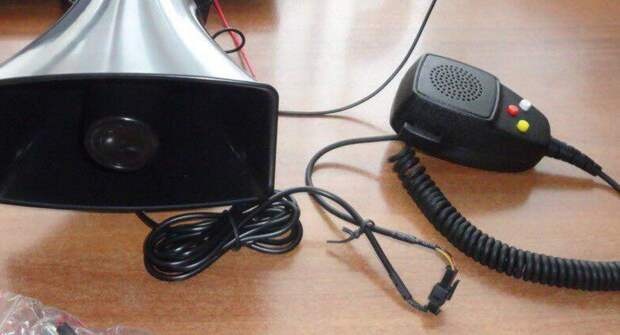 Можно ли использовать микрофон и громкоговоритель в автомобиле