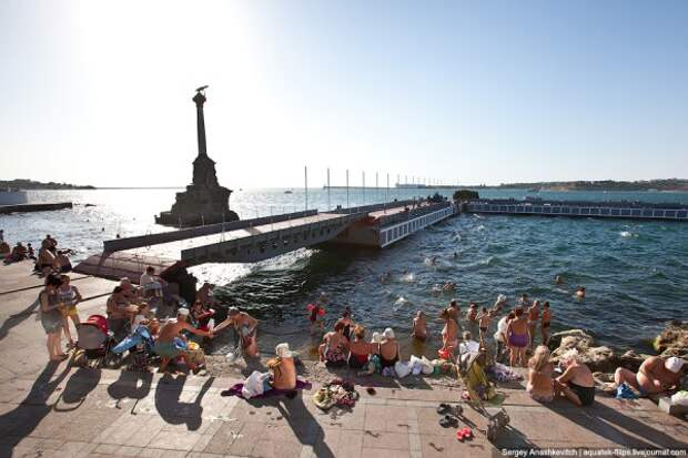 Пенсионеры заполонили Севастополь