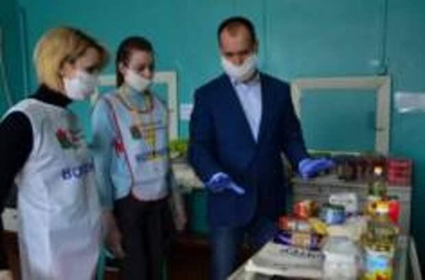 Продуктовые наборы начали выдавать школьникам в Вологодском районе