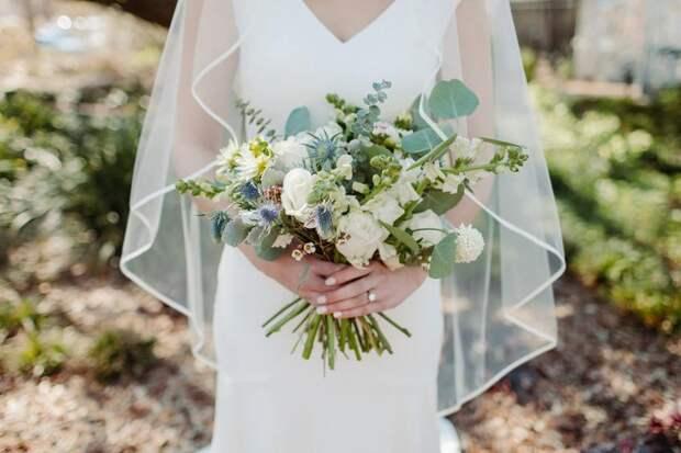 Атласное свадебное платье: плюсы иминусы