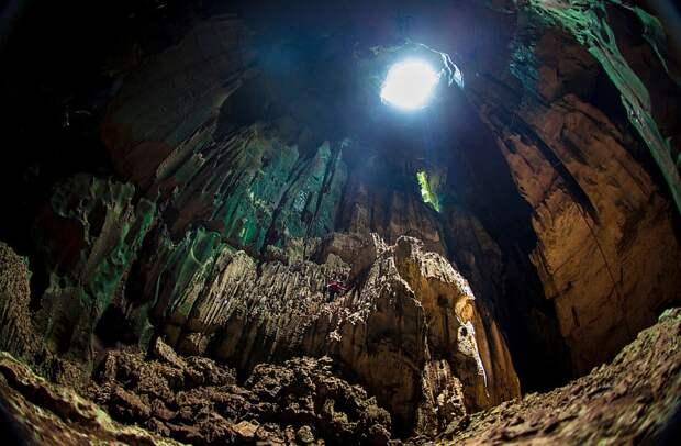 Большая пещера Ниа