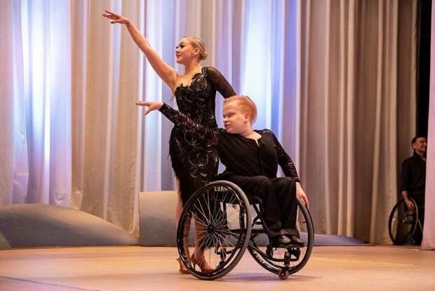Живи, танцуя: в Удмуртии впервые прошёл фестиваль-конкурс по танцам на колясках