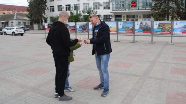 В Джанкое прошла патриотическая акция, посвященная Дню Государственного герба и флага Республики Крым