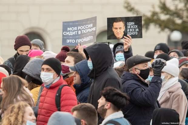 «Моя Россия сидит в тюрьме»: как прошла акция в поддержку Навального в Томске. Видео и фото