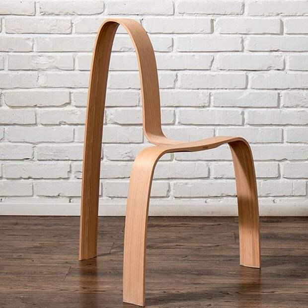 Трёхногий стул