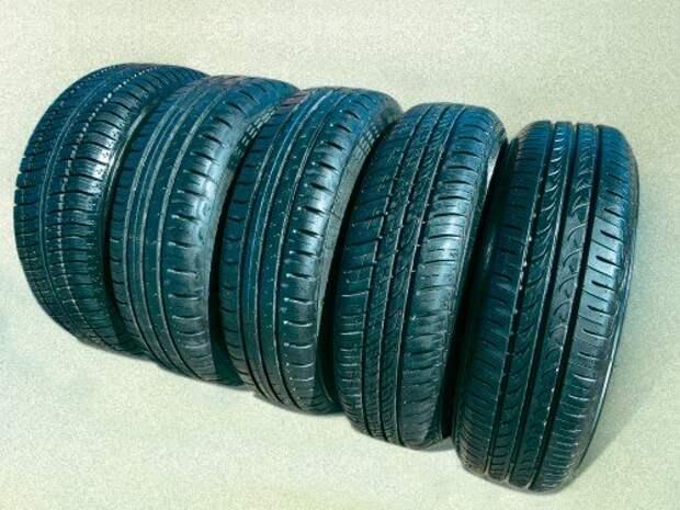 Наши подопытные шины (слева направо): Кама-217 (175/65 R14), ContiEcoContact 5 (175/65 R14 и 165/70 R14), Barum Brillantis 2 (165/70 R14) и Yokohama BluEarth (165/70 R14).