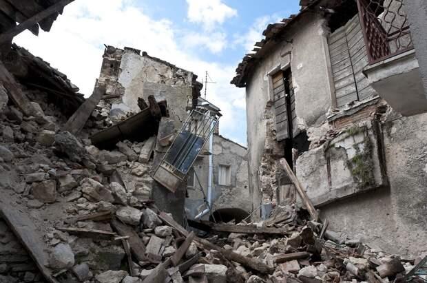 В Индонезии землетрясение стало причиной обрушения больницы и гибели 3 человек