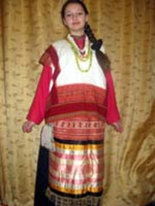 Свастика на женском костюме. Сергиев посад