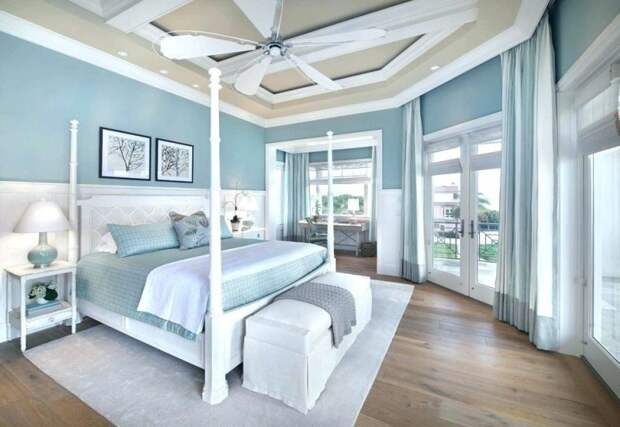 Спальни в бледно-голубых тонах