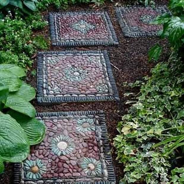 дорожка в саду из плит с мозаикой своими руками