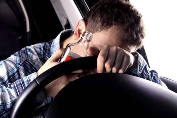 Пьяный водитель подрался с гаишниками после третьего задержания за месяц