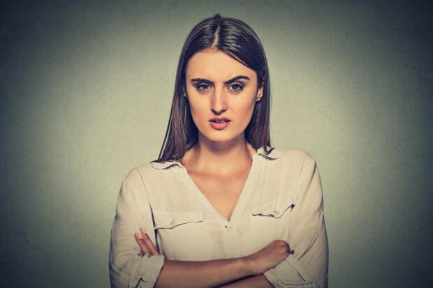 Как жить девице с мрачным лицом? Варианты в гифках